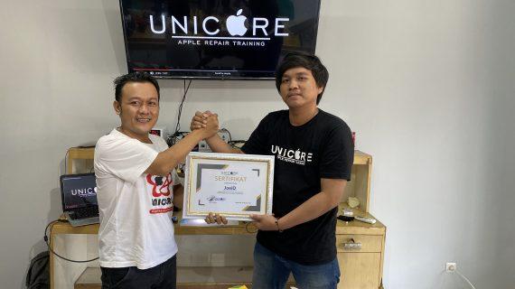 Napin JoeiD peserta kursus service iPhone dari Bekasi